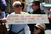 La base del PD protesta contro le scelte di Bersani