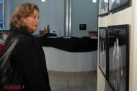 Paola Gassman visita la mostra di Carlo Riccardi