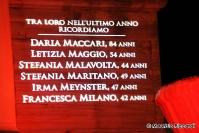 fontana dei Dioscuri illuminata di rosso contro il femminicidio