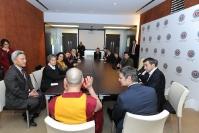 Il Dalai Lama e la delegazione di parlamentari italiani.