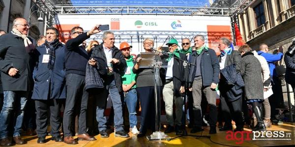Manifestazione Cgil Cisl Uil, da Alitalia all'Ilva: ripartire dal lavoro