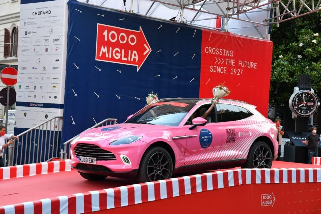 Tumori femminili, alla Mille Miglia sfreccia anche la Pink car
