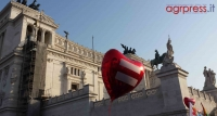 PHOTOGALLERY - Roma Pride, migliaia di persone al corteo per i diritti LGBT