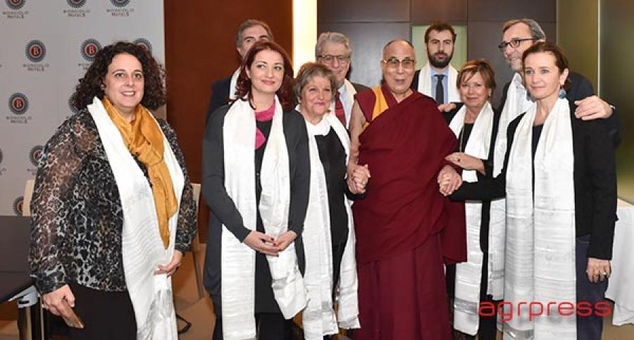 Il dalai lama incontra parlamentari italiani e scherza con for Parlamentari italiani