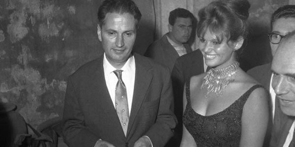 Claudia Cardinale con Carlo Cassola al Premio Strega 1960